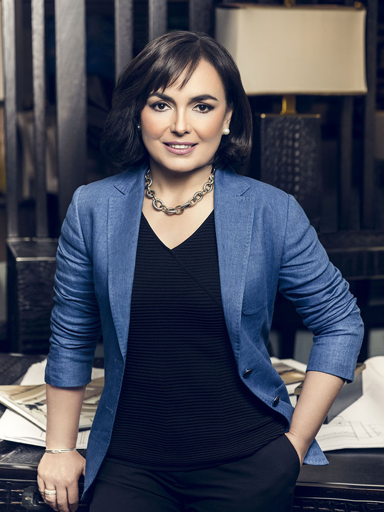 Adriana Hoyos1