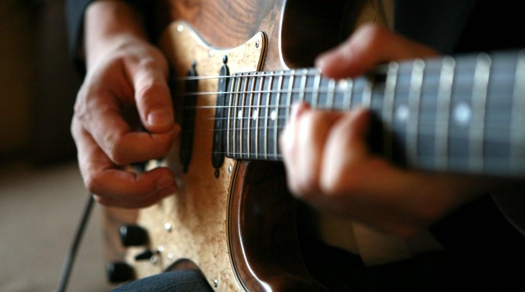 ¿Guitarra, bajo o ukelele? Fender te da clases gratis por tres meses