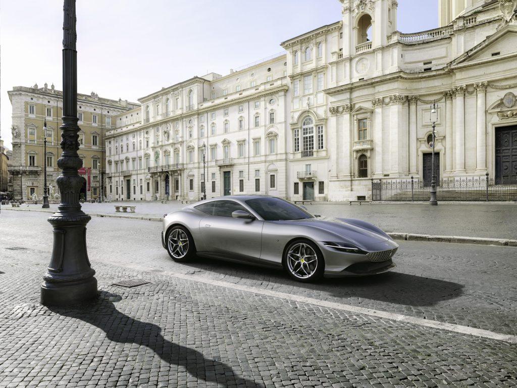 Ferrari Roma, el nuevo coupé del Cavallino Rampante, un deportivo que celebra a la ciudad