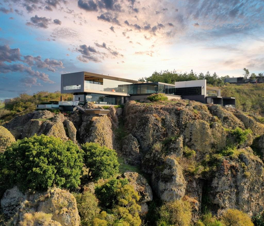Casa 'La Roca': la residencia que hace honor al lugar donde se construyó