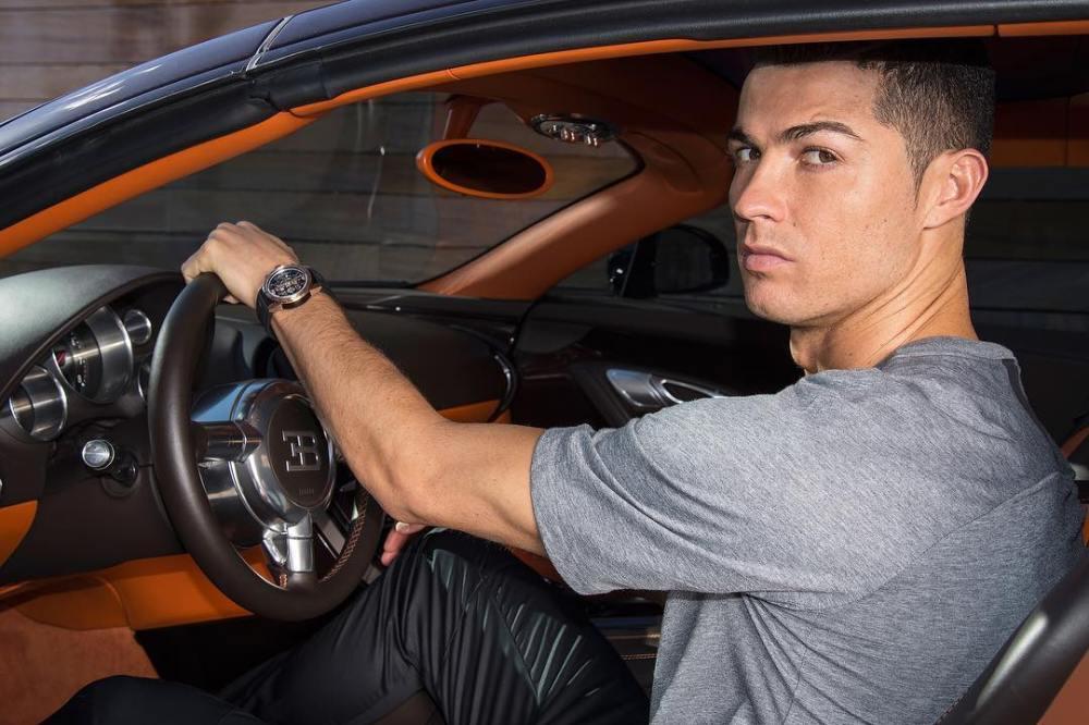Celebrar un título con un Bugatti Centodieci, solo Cristiano Ronaldo podría hacerlo