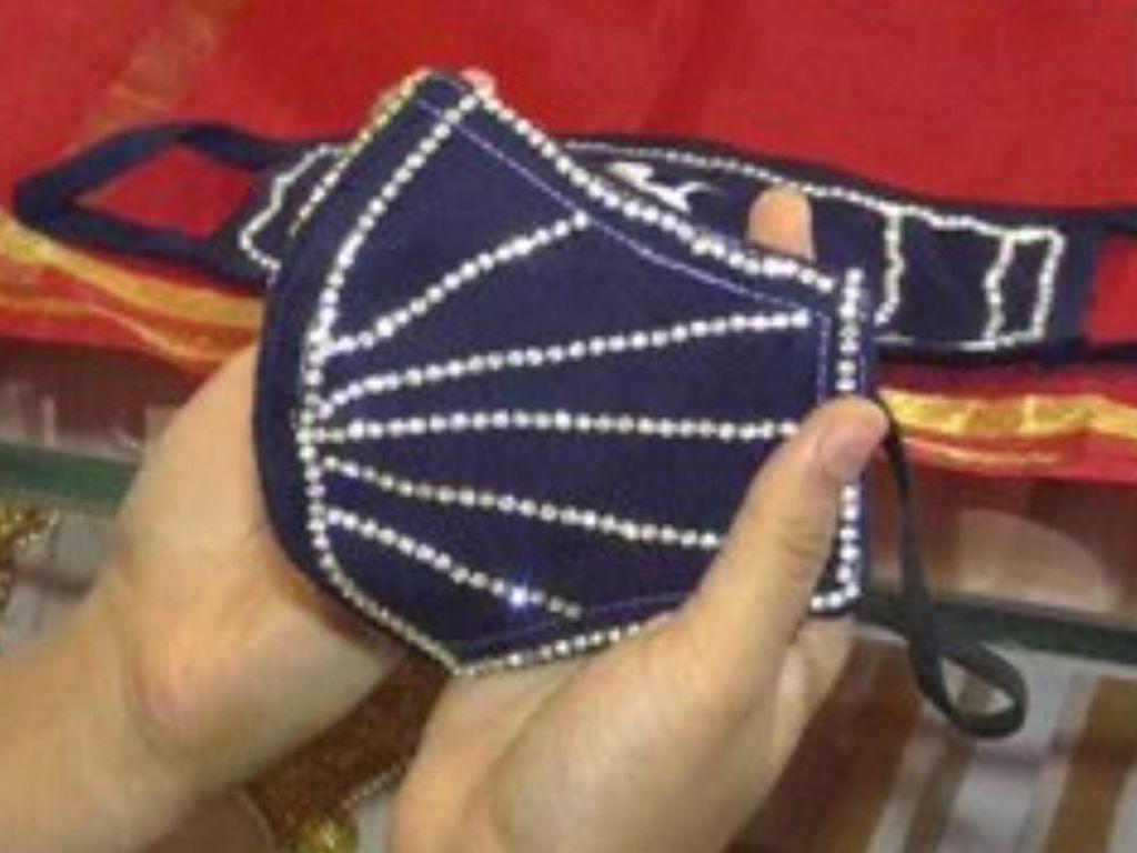 Cubrebocas con diamantes, ¿la forma más lujosa de prevenir el contagio?