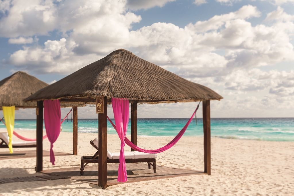 The Ritz-Carlton Cancun te invita a hacer home office desde la playa