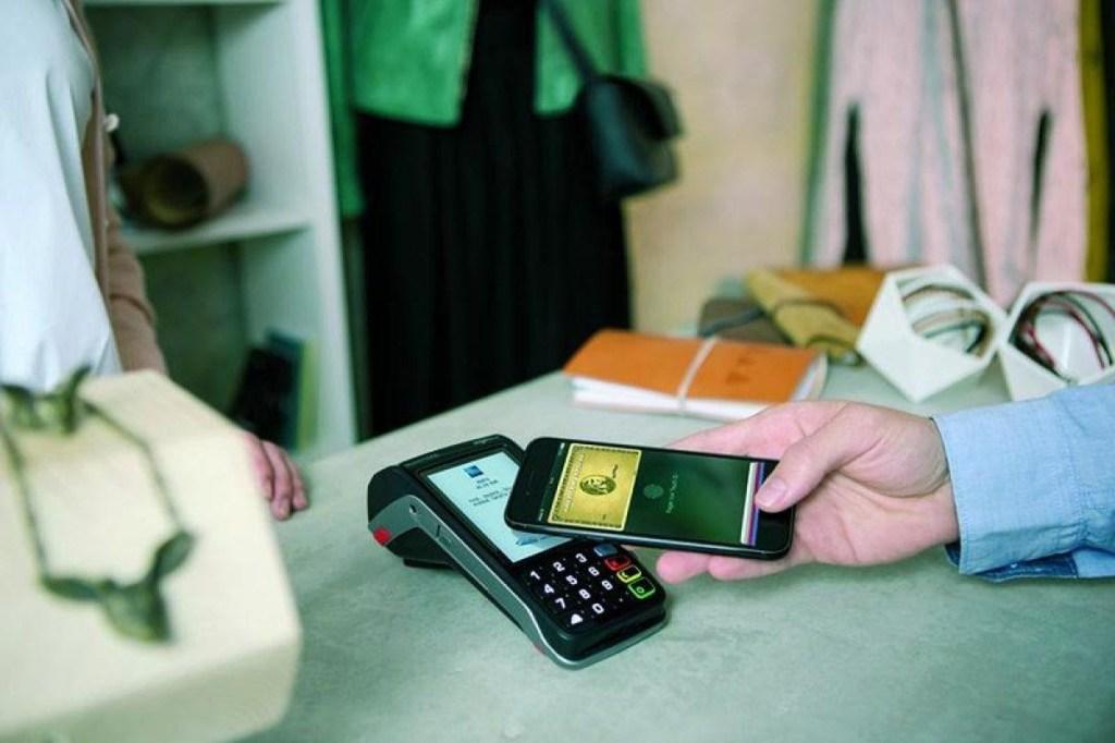 Conoce Shop Small de American Express, el programa que te recompensa por apoyar a los comercios locales