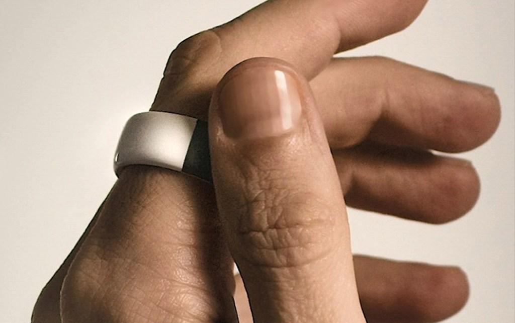 ¿Podrá un anillo reemplazar a las tarjetas de crédito? Este Aeklys de Philippe Starck nos hace pensar que sí