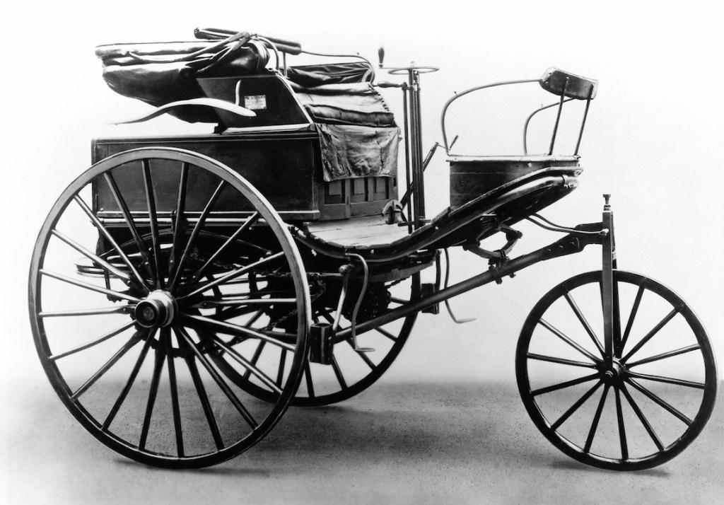 primer automóvil del mundo