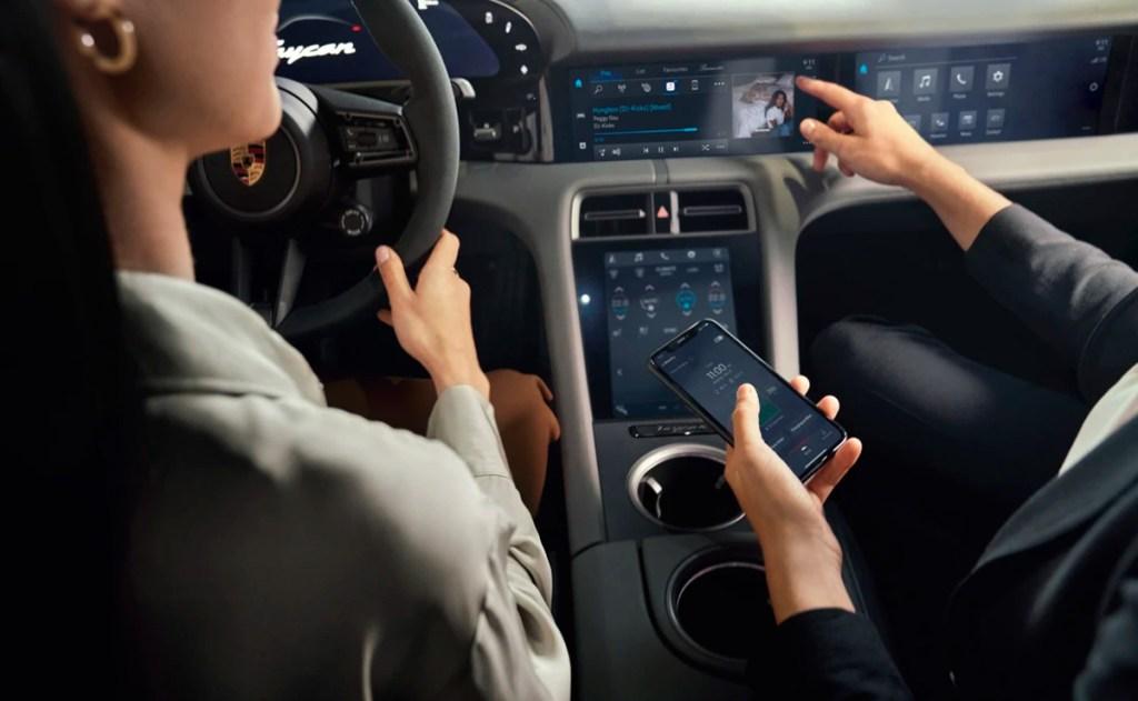 """Tu Porsche favorito se actualiza con la nueva app inteligente """"Porsche Connect"""""""