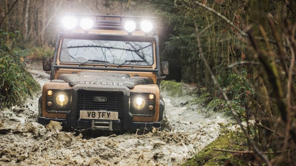 Land Rover Classic fabricará 25 unidades de la Defender Works V8 Trophy ¡ya puedes pedir una!