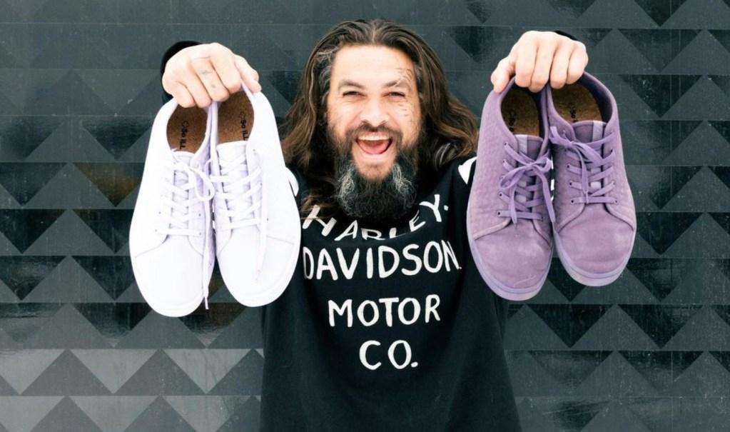 Jason Momoa, en su papel de ambientalista, lanza una colección de calzado vegano