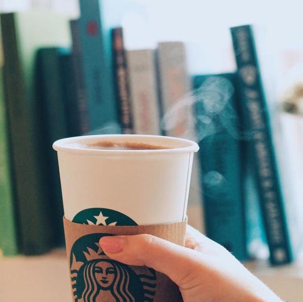Starbucks reconoce a los verdaderos héroes de la pandemia y lo festeja con café