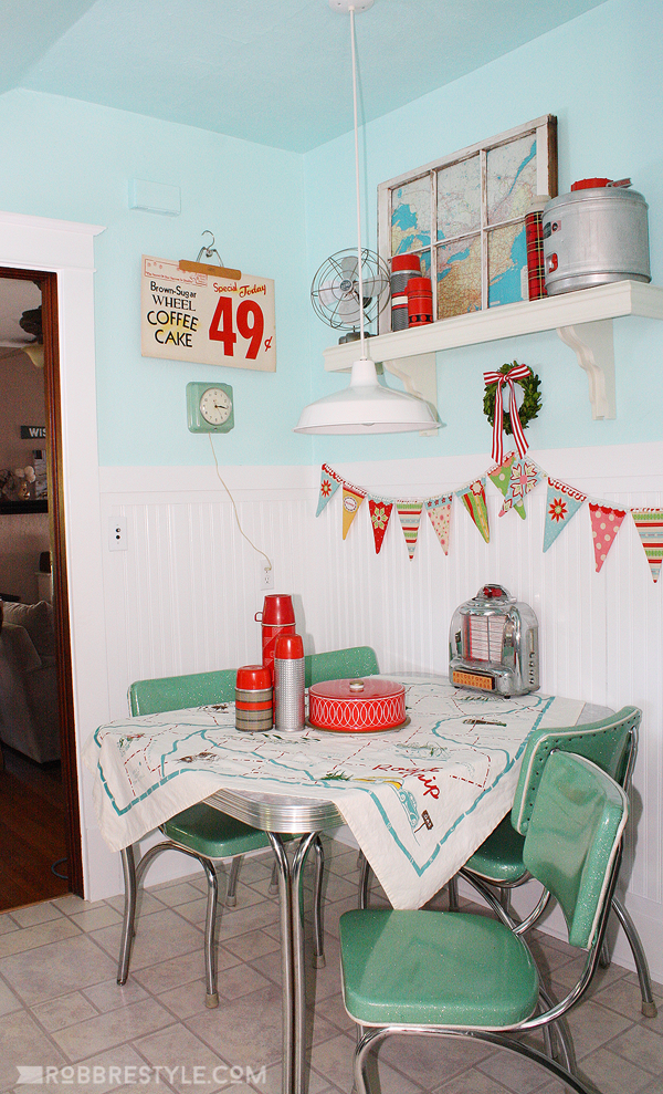 Retro Kitchen Nook Makeover by Robb Restyle