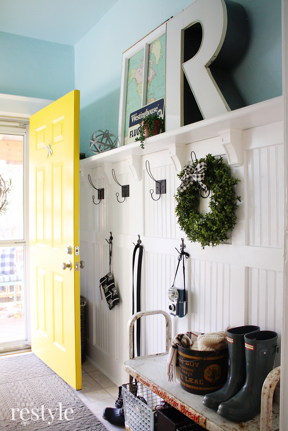classic farmhouse entryway makeover