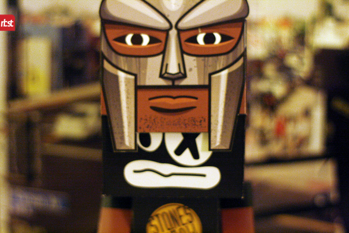 Papercraft: RBST x Cubeecraft MF DOOM (KMD) w/Removable Mask (3/6)