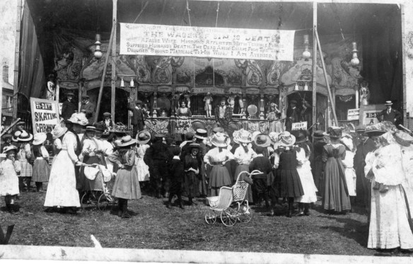 Enoch Farrar's Bioscope, c. 1905. Courtesy of the National Fairground Archive.