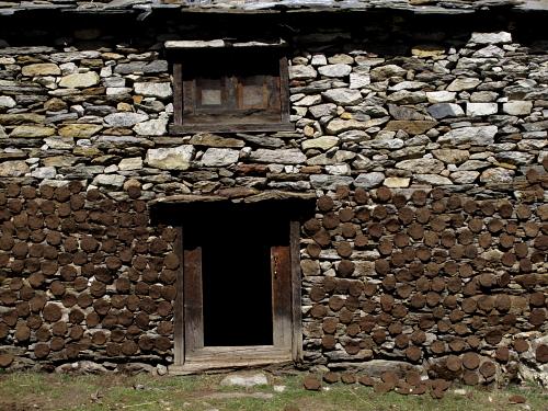 yak drying wall