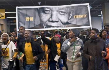 1918-eternity c'era scritto sul cartello alle esequie di Mandela