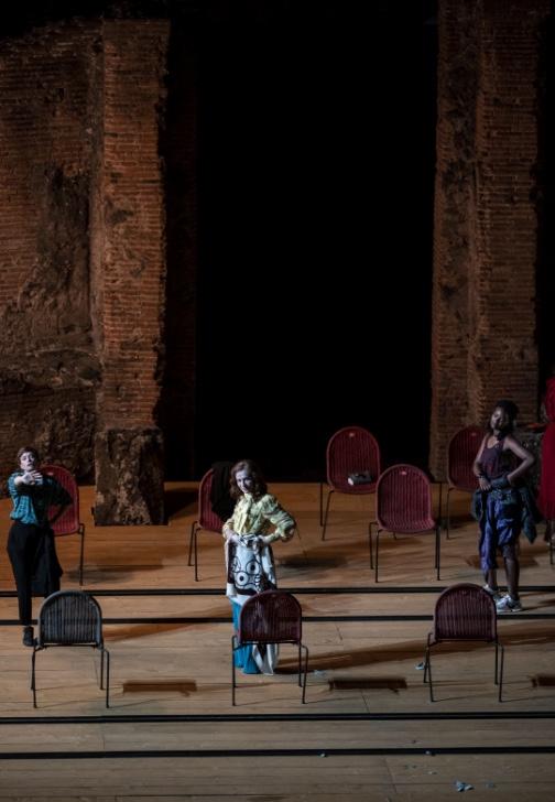 Isabelle Huppert - La Cerisaie - Il giardino dei ciliegi  - regia Tiago Rodrigues - Pompei Theatrum Mundi - ph Marco Ghidelli