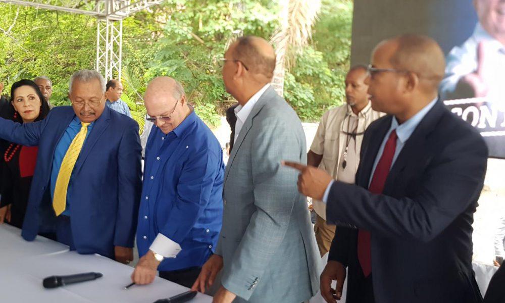 Hipólito inscribe su precandidatura a la presidente y llama a  hacer campaña decente
