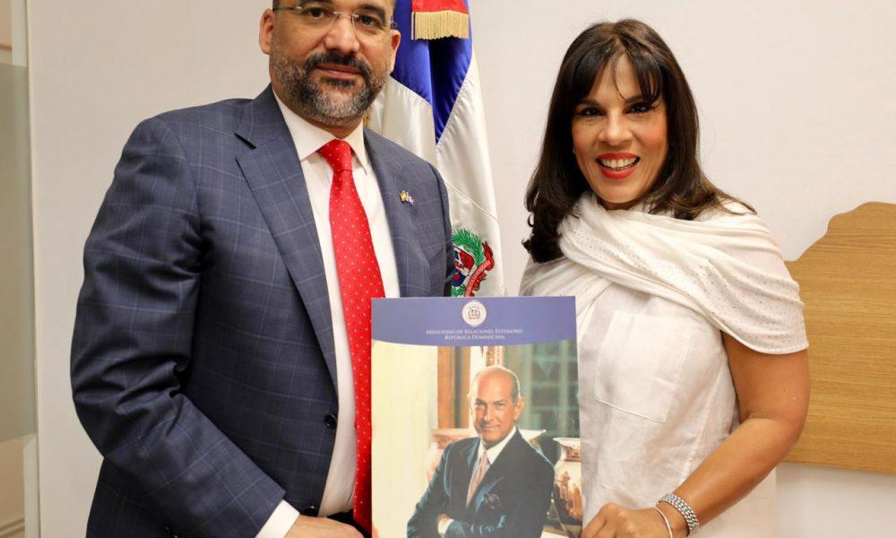 Mirex motiva participación de la diáspora en España en Premio Internacional al Emigrante Dominicano Sr. Oscar de la Renta
