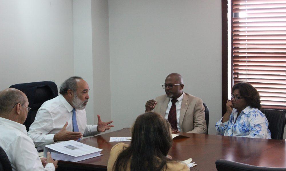 Director OISOE recibe comisión de enfermas y filial CMD-DN y les explica avance reconstrucción Hospital Padre Billini