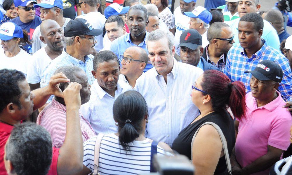 """Abinader sale desde este jueves a motivar """"Gana Tú Colegio"""" y otros programas LAP"""
