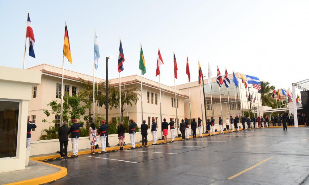 Canciller Miguel Vargas preside izamiento de banderas de 38 países en sede Mirex