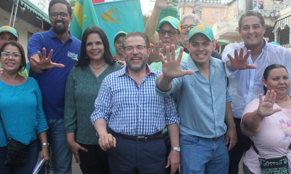 Guillermo Moreno y Minou Tavárez Mirabal acompañan precandidatos de la C1 del D. N.