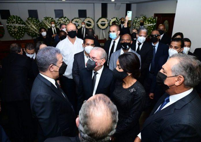 VIDEO   Danilo Medina asiste a funeral de Yolanda Reyna, madre de Leonel Fernández