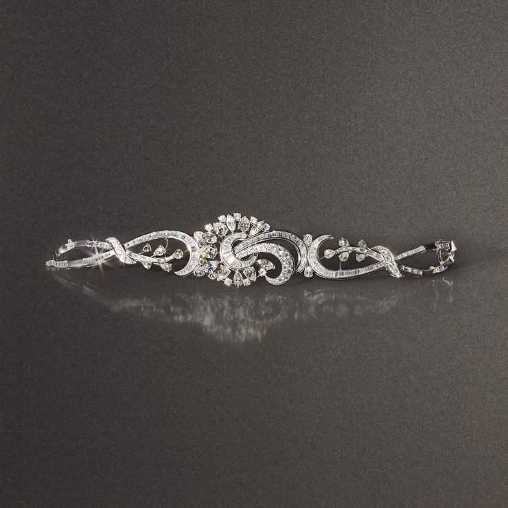 Bracciale anni 30 in platino con 166 diamanti taglio baguette del peso complessivo di 13 ct, 6 marquise per totali 3,20 ct,11 taglio brillante per 0,90 ct, 17 taglio goccia per totali 7,60 ct