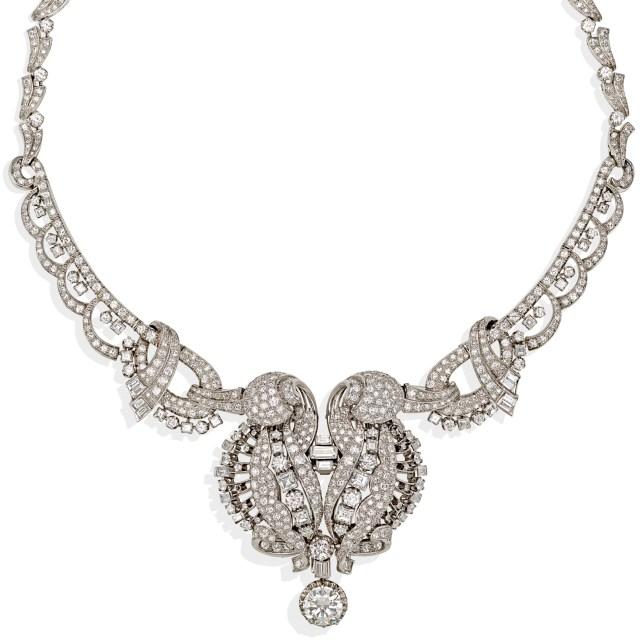 Collier Art Decò in platino e diamanti taglio brillante, baguette e asscher del peso complessivo di circa 25ct. con diamante centrale taglio brillante del peso di circa 3.60ct