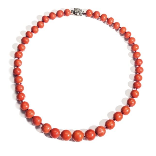 Girocollo datato 1800 con 43 perle di corallo