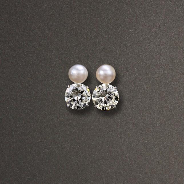 Orecchini oro giallo con diamanti old cut del peso complessivo di 29,30ct e due perle naturali