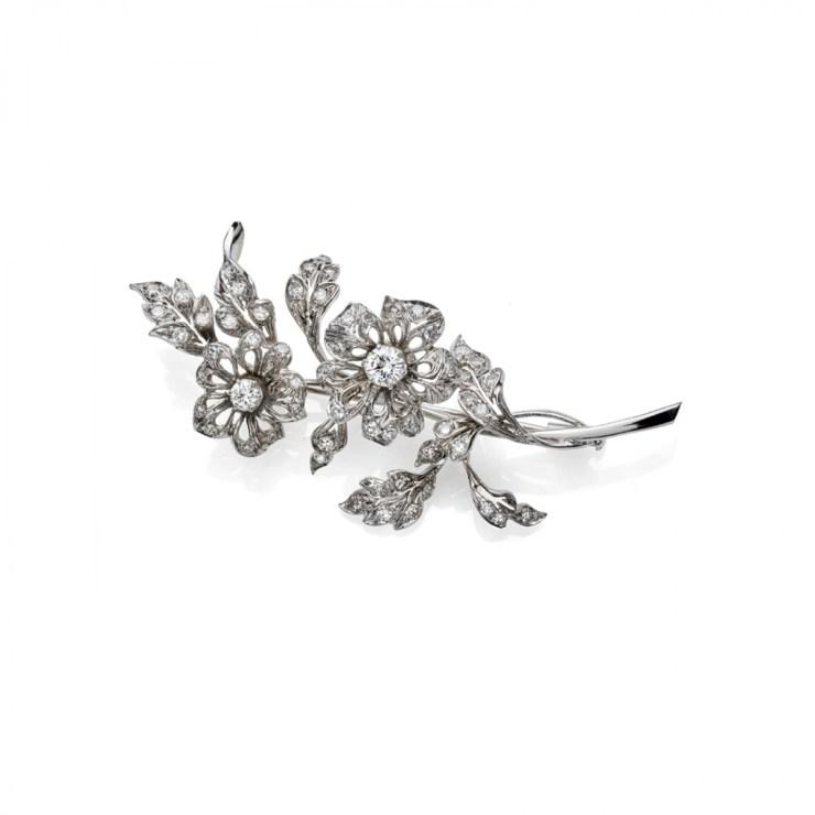 Spilla tramblant in oro bianco 18 carati con diamanti taglio brillante del peso complessivo di circa 2ct