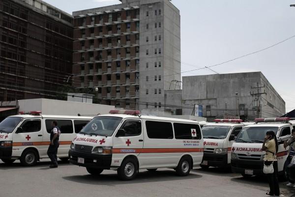 Trabajadores del Hospital Monseñor Sanabria (CCSS) imploran no se abra la calle frente al hospital sin medidas de prevención.
