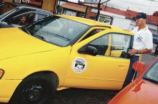 Diputado y su señora tienen 772 permisos para taxi SSE . ¿reportarán correctamente sus impuestos ante Tributación Directa?