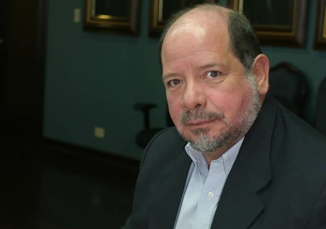 Aumento exagerado de sueldos de José Luis Loria Chaves como Gerente del Fondo de Mutualidad de los Empleados de la CCSS.