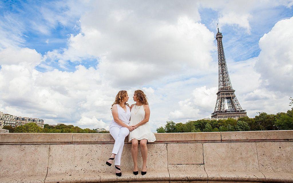 Sharon Heinrich and wife Gali Hadari in a wedding photo in Paris, 2016. (Jeremie Korenfeld)