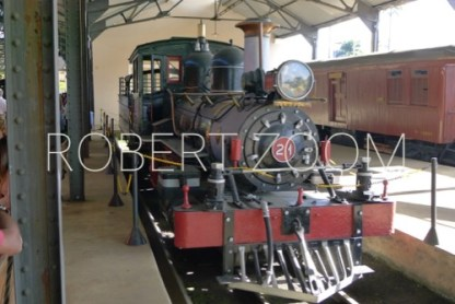 In a railroad museum in Minas Gerais, Brazil, we found this very interesting steam locomotive, well kept and in working order.