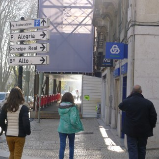 A street indicator in the lower part of Lisbon, showing the directions to go to some important neighbourhoods.