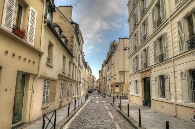 Paris_BuildingsStreet_3866_medSharp