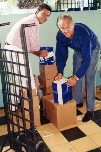 Bob bringing books to El Salvador