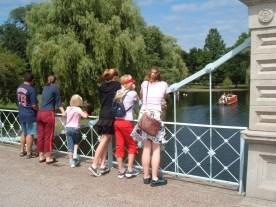 fou7r kids on bridge