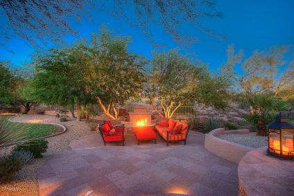 scottsdale-backyard-fireplace