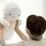Smiby baby robot als gezelschap voor ouderen