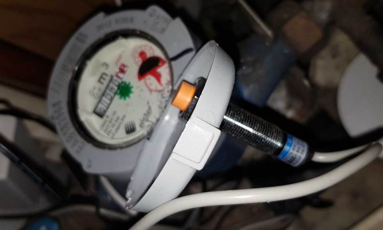 LJ12A3 gemonteerd in deksel watermeter