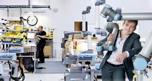 Daniel Friis, Universal Robots