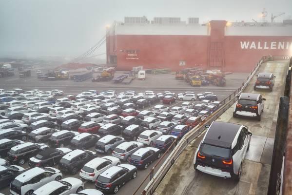 BMW demonstrates future autonomous and connected logistics technologies