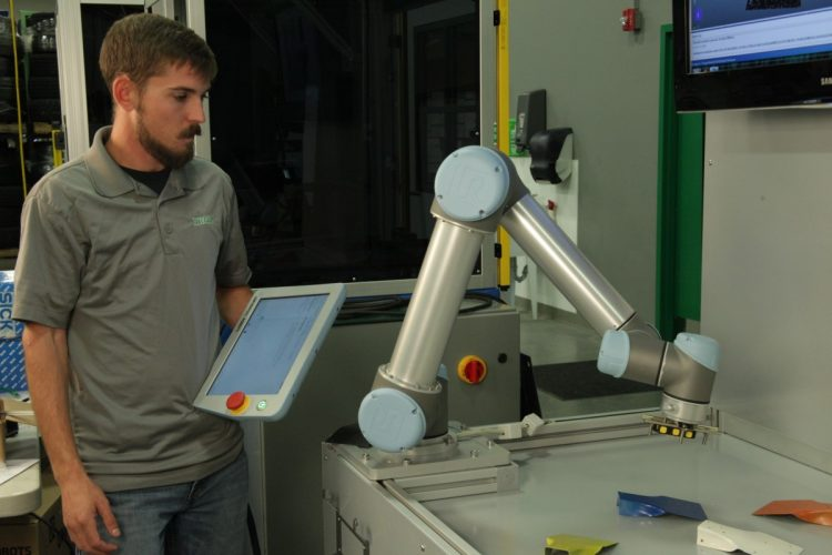 Integro Technologies and Universal Robots to launch new 3D pick-n-place system at South-Tec