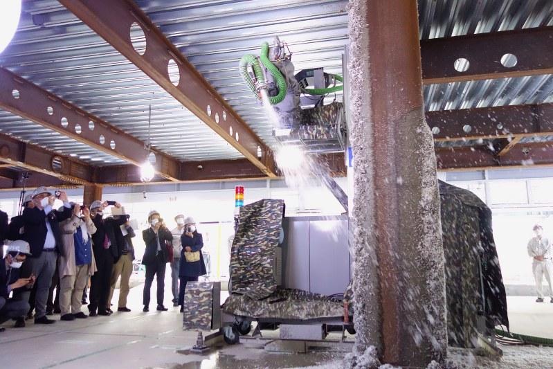 Japanese company unveils construction robot
