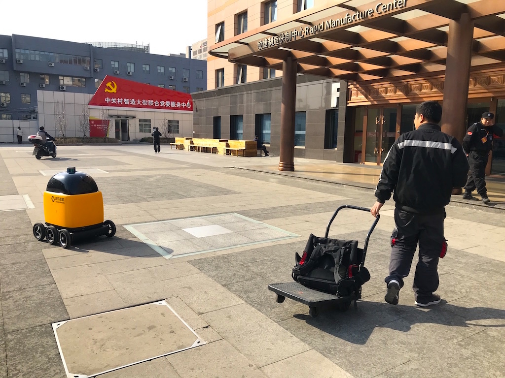 Zhen Robotics develops mobile delivery robot e-commerce in China